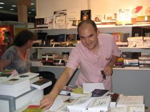 Amintire de la Bookfest 2010, standul Editurii Vinea