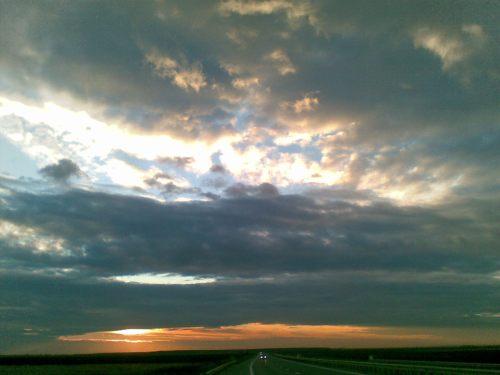 Apus de soare fotografiat pe Autostrada soarelui
