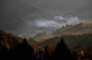 Un sat la poale de munte