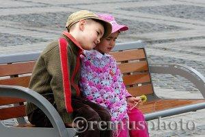 Copii deveni fotografiati în urmă cu aproximativ fix (sic!) 2 ani. FOTO: Remus Suciu