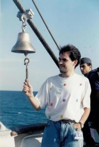 Călin Hera pe puntea Bricului Mircea, prin primăvara anului 1993. FOTO: Gig Motoianu