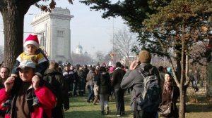 Lume multă la parada de la 1 Decembrie, la Arcul de Triumf. Era în 2011. Foto: Calin Hera