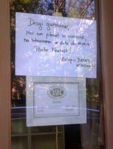 Afiş la intrarea într-un local de pe str. Mihai Eminescu din Bucureşti. Foto (cu telefonul): Călin Hera