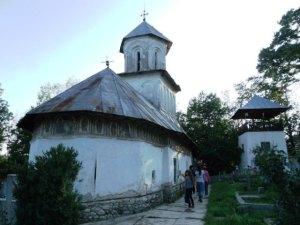 Biserica din satul Olari, Horezu, judeţul Vâlcea. FOTO: Călin Hera
