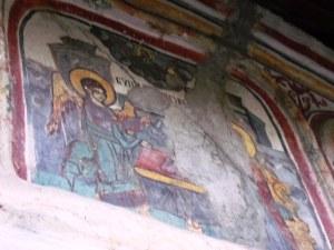 Pictură exterioară pe biserica din Olari, Horezu, judeţul Vâlcea.