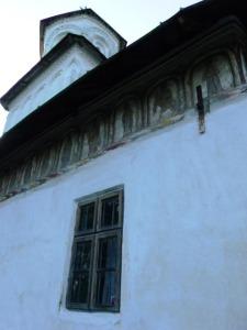 Biserica din satul Olari, Horezu, judeţul Vâlcea - vedere laterală (sud)