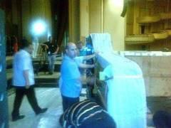 Pianul de concert Kawaia ajuns pe scenă. Foto (cu telefonul): Călin Hera