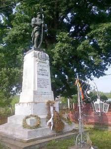 Monumentul eroilor din Budişteni. Foto: Călin Hera