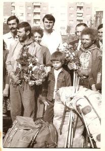 Marius Mărcuş şi Pif (Avel Ritişan), fotografiaţi la întoarcerea din prima expediţe românească în Himalaya (1985). Foto: Pilu Găină