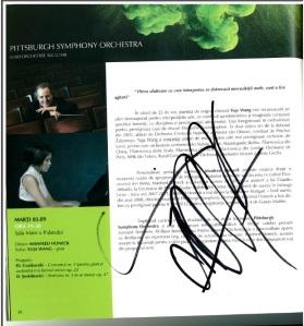 Autograful primit de dl. Lică de la Yuja Wang. Era încă emoţionat când mi l-a arătat. Nu a vrut să-mi spună ce a mai vorbit cu pianista, era secretos.