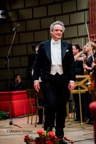 Dirijorul Louis Langree. Foto: Andrei Gîndac