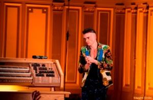 Cameron Carpenter, emoţionat în faţa publicului de la Ateneul Român. FOTO: Andrei Gîndac