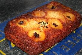 O prăjitură caramelizată cu mere umplute, înainte de a primi îmbrăcăminte de frişcă. De pe Maya's World
