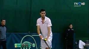 Victor Hănescu în timpul meciului de Cupa Davis cu Ucraina