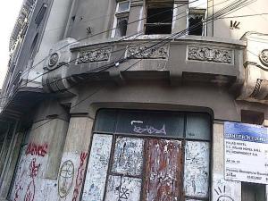 Vedere din Bucureşti. Fost hotel, fost cămin studenţesc de pe Brezoianu. Foto cu telefonul: Călin Hera (mfc)