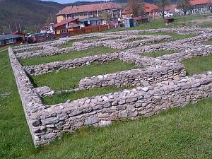 Ulpia Traiana Sarmizegetusa rămâne o demonstrație de inginerie și civilizație romană și un loc în care poți petrece trei ore plăcute și folositoare. Foto cu telefonul Călin Hera