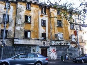 Vedere din Bucureşti. Restaurant din centru. Foto: Călin Hera (din maşină, cu telefonul)