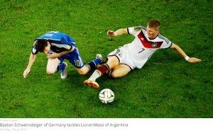 Schweinsteiger face o alunecare. Sursa foto: fifa.com