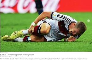 Schweinsteiger se resimte după un fault. Sursa foto: fifa.com
