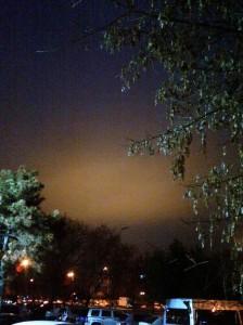 Vedere din Bucureşti. Cer galben la graniţa dintre  Sectoarele 2 şi 3. Foto (cu telefonul) Călin Hera
