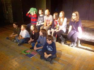 Vedere din Bucureşti. Trupa de teatru a copiilor. Foto (cu telefonul): Călin Hera