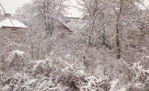 Vedere din Hunedoara, de la o fereastră, în vreme de iarnă. Foto (cu telefonul): Călin Hera