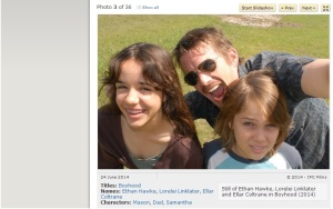 Tatăl şi copiii, imagine din filmul Boyhood (2014). Sursa: imdb.com (printscreen)