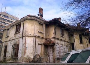 Vedere din Bucureşti. Palatul de pe strada Agricultori 3-5. Foto cu telefonul: Călin Hera