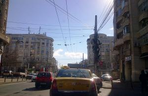Vedere din Bucureşti. O intersecţi oarecare într-o oarecare dimineaţă senină de februarie.  Foto cu telefonul: Călin Hera