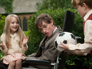 The Theory of Everything, Hawking (Eddie Redmayne) şi copiii, sursa: oscar.go.com