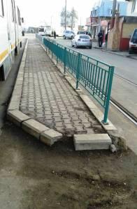 """Vedere din Bucureşti. De-a lungul staţiei de tramvai """"CFR Progresul"""". Foto cu telefonul: Călin Hera"""