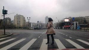 Vedere din Bucureşti. Pietoni văzuţi de şoferi la Podul Izvor. Foto cu telefonul: Călin Hera