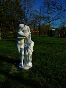 Vedere din București. Grup statuar în Parcul Copiilor (Tineretului). Foto cu telefonul: Călin Hera