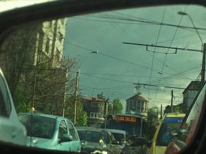 Vedere din București. Foișorul de foc văzut în oglinda retrovizoare, 5 minute mai târziu. Foto cu telefonul: Călin Hera