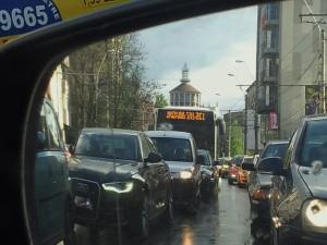 Vedere din București. Foișorul de foc văzut în oglinda retrovizoare, înainte de a intersecta Calea Moșilor. Foto cu telefonul: Călin Hera