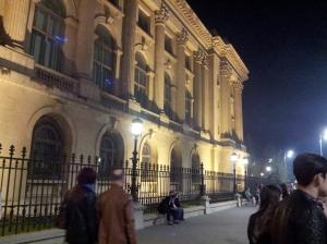Vedere din București. Colț de Palat Regal în seara Festivalului Luminii 2015. Foto cu telefonul: Călin Hera