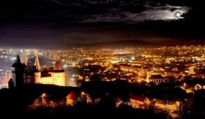 Vedere din Hunedoara. Castelul orașului, orașul castelului. Foto: Remus Suciu