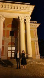 Cu Amalia Enache, după proiecţia filmului Aferim!, care a deschis Festivalul Filmului European la Hunedoara. Foto: Sebastian Bârgău