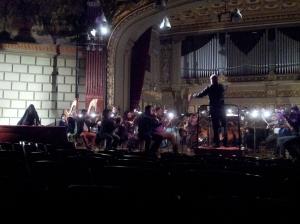 Vedere din București. Christian Badea la pupitru, repetiția finală Parsifal, Ateneul Român. Foto cu telefonul: Călin Hera