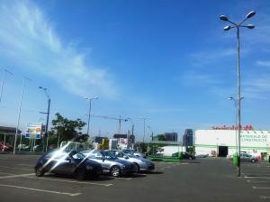 Vedere din București. Parcarea magazinului Mr. Bricolage, dis-de-dimineață. Foto cu telefonul: Călin Hera