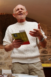 Eugen Evu, aici vorbind despre o carte de poeme, care mie îmi este foarte dragă. Foto: Remus Suciu