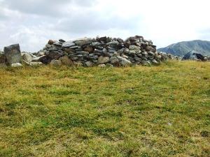 """Munții Retezat. """"Cetate"""" pentru cort, lângă lacul Bucura. Foto cu telefonul: Călin Hera"""