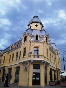 Vedere din Craiova. Clădire din centrul vechi. Foto cu telefonul: Călin Hera