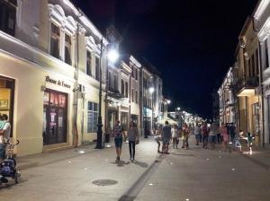 Vedere din Craiova. Zonă pietonală în centrul vechi. Foto cu telefonul: Călin Hera