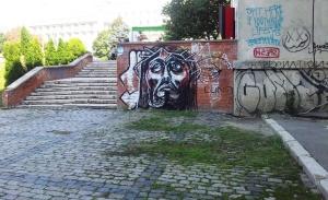 Vedere din București. Graffiti cu Mântuitorul în spatele Bisericii Kretzulescu. Foto cu telefonul: Călin Hera