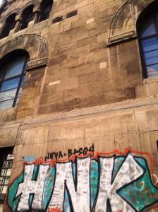 Vedere din București. Graffiti pe clădirea Facultății de Arhitectură. Foto cu telefonul: Călin Hera