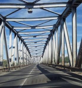 Slatina. Pod peste râul Olt. Foto cu telefonul: Călin Hera