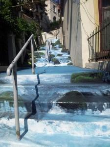 Vedere din Bucureşti. Cascadele Evei radu - pictate pe scările străzii Xenofon. Foto cu telefonul: Călin Hera
