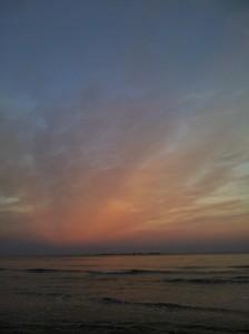 Opus de apus de soare la Mamaia - foto spre mare, unde va răsări mâine dimineață. Foto cu telefonul: Călin Hera