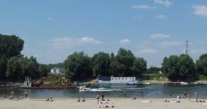Şmecheri cu skijet-uri pe Dunăre, la Călărași. Foto cu telefonul: Călin Hera